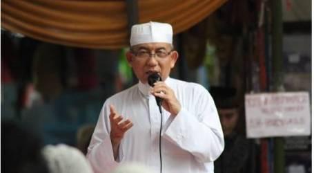 إمام جماعة المسلمين (حزب الله)  بإندونيسيا : ربط الإسلام بالإرهاب افتراء