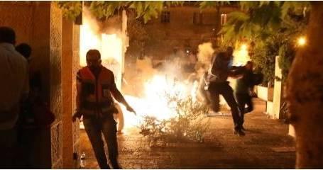 الشرطة الإسرائيلية تقمع المعتصمين في محيط المسجد الأقصى