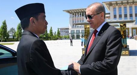 الرئيس أردوغان يعزي نظيره الإندونيسي بضحايا الزلزال