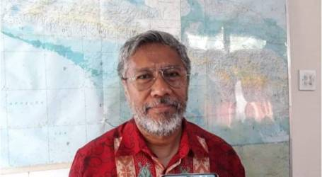 القنصلية الإندونيسية في فانيمو ، بابوا غينيا الجديدة ، تسليم السجين غوستا أدولوف السابق من جايابورا