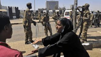 الجيش السوداني يحاصر منزل أشقاء البشير شمال الخرطوم