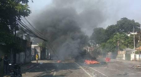 الشرطة تلجأ إلى الغاز المسيل للدموع للسيطرة على أعمال الشغب في وسط جاكرتا