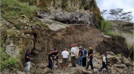 انهيار أرضي يسفرعن مصرع شخصين في تونغولساري سوكابومي ، جاوة الوسطى