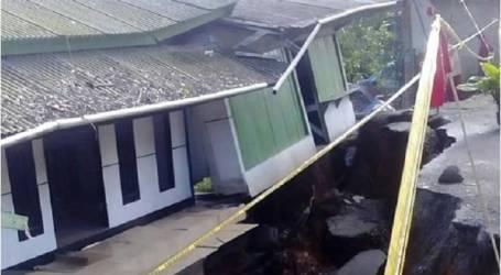 مسؤول :68 كارثة طبيعية تضرب منطقة سوكابومي في منطقة جاوة الغربية في أبريل / نيسان