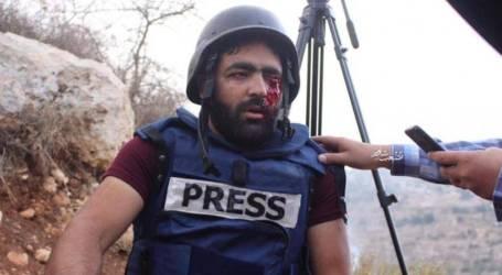 إصابة صحفي برصاص الاحتلال والعشرات بالاختناق خلال مواجهات غرب الخليل