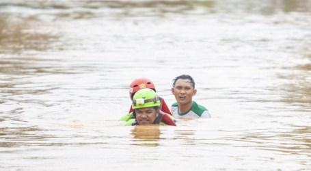 إرسال مساعدات الإغاثة لضحايا فيضان كاراوانج وسوبانغ