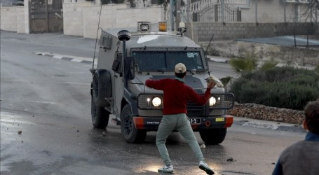 مواجهات بين فلسطينيين والجيش الإسرائيلي وسط الضفة الغربية