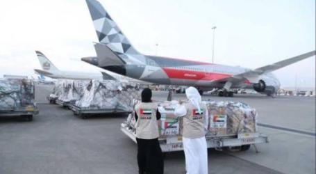 الإمارات ترسل مساعدات طبية إلى إندونيسيا لمساعدتها في مكافحة انتشار (كوفيد-19)