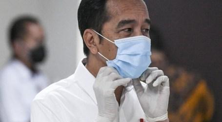 بداية تطعيم وقاية كوفيد-19، الرئيس الإندونيسي جوكوي يتلقى الجرعة الأولى