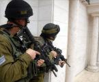 إسرائيل تعتقل 13 فلسطينيا بينهم قيادي في حماس