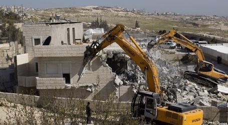 الجيش الإسرائيلي يهدم تجمعا سكنيا فلسطينيا شرقي رام الله