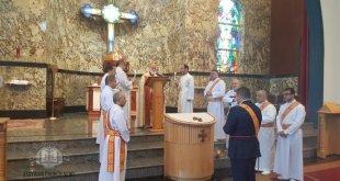قداسان لعيد الميلاد يترأسهما نيافة الاسقف مار عمانوئيل في هاملتون وتورنتو في كندا