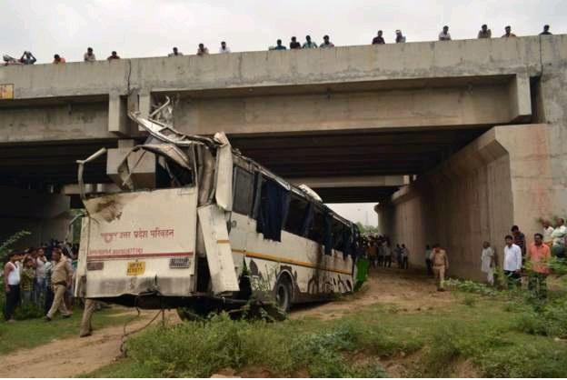 29 قتيلا بسبب نوم سائق حافلة في الهند