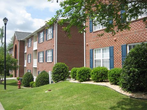 Photo Of 940 970 Spring Forest Rd Greenville Nc 27834 Apartment For