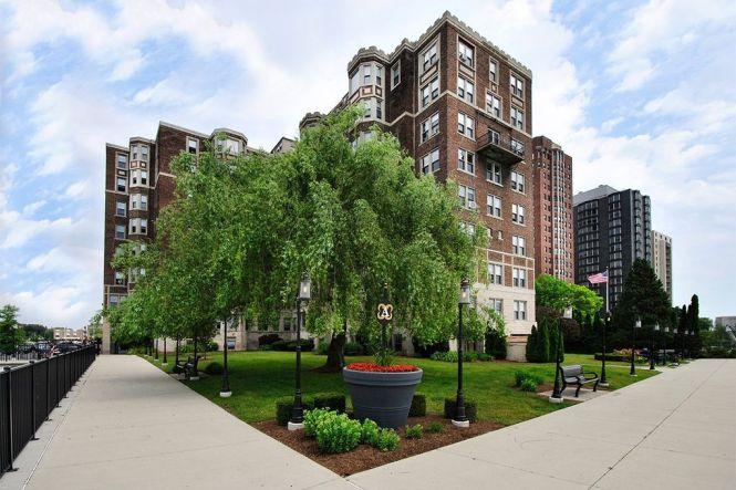 Alden Towers 8100 8106 E Jefferson Ave Detroit Mi 48214