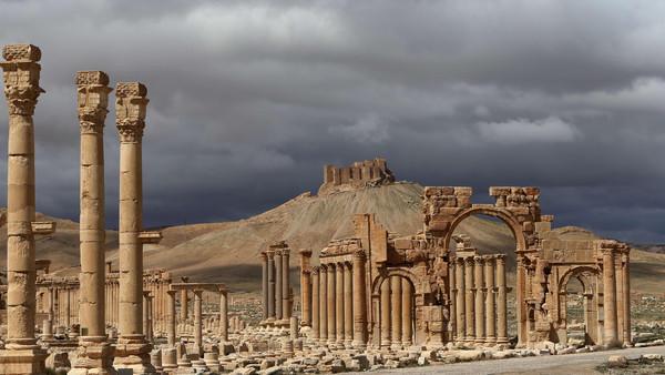 """تدمر.. بين """"داعش"""" ونظام الأسد"""