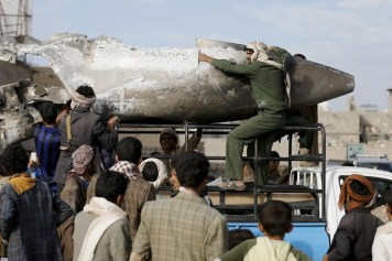 الأسلحة المحظورة في اليمن (رويترز)