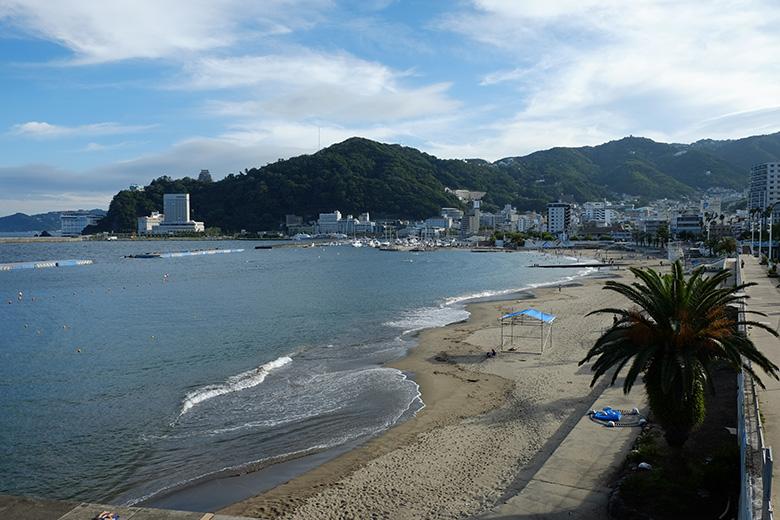熱海の砂浜、海水浴場。