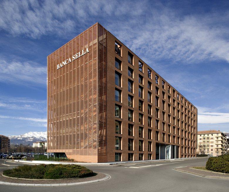 بنك إيطالي يطلق خدمات تداول البيتكوين وسط فوضى فيروس كورونا