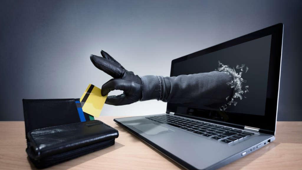 ممثل مشهور يسرق عملات رقمية بقيمة 50 ألف دولار من شريكه