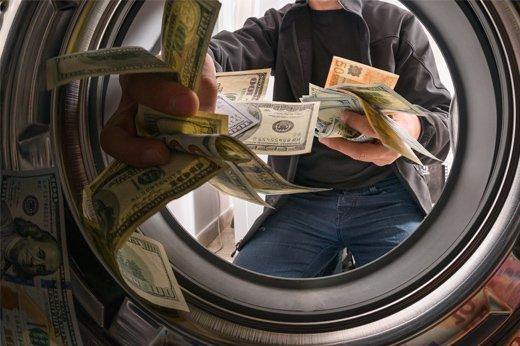 """تقرير: محتال قام بعملية غسل أموال بعملة البيتكوين (BTC) عبر منصة """"بينانس""""!"""