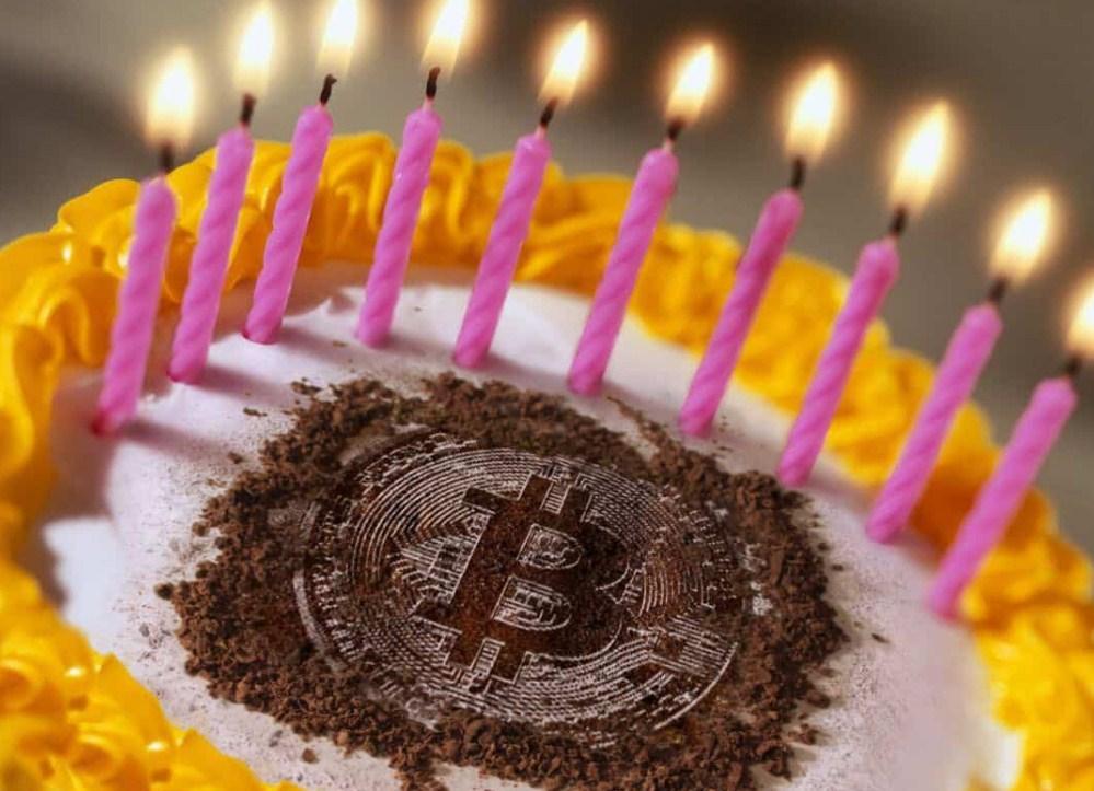 البيتكوين يحتفل بعيد ميلاده 12 بطريقته الخاصة وعملة الايثيريوم تتجاوز 1000 دولار