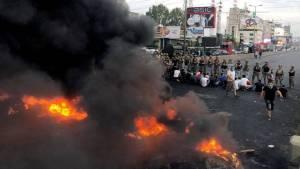 مظاهرات لبنان تشعل الشارع السياسي والحريري يمهل شركاءه 72 ساعة للخروج من الأزمة