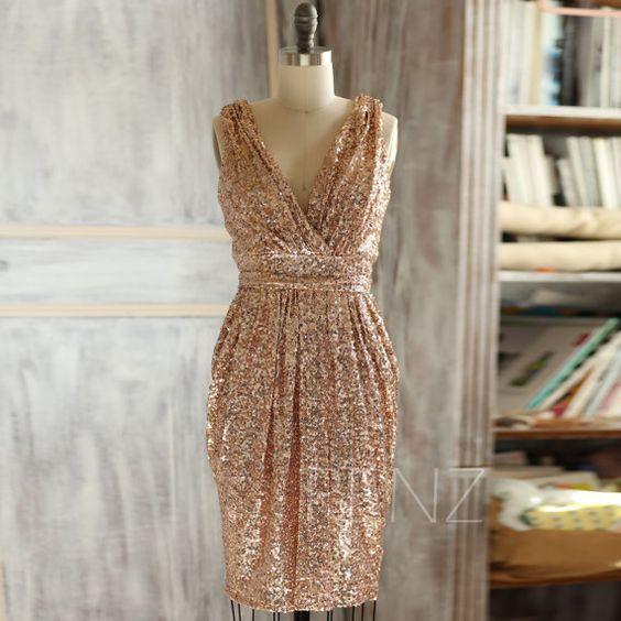 فستان سوارية ذهبى ناعم للسهرات الخاصة