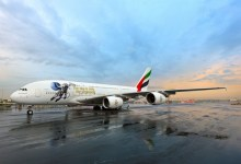 "Photo of ملصق ""دولة الإمارات في الفضاء"" على طائرة الإمارات A380"