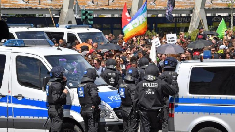 مظاهرات مناهضة لمسيرة في ألمانيا