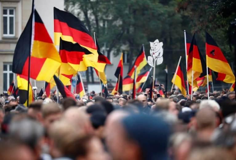 مظاهرتان بالآلاف في مدينة ألمانية