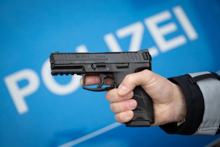 رجل يهدد بسلاح ناري في مدينة ألمانية لعدم الحفاظ على مسافة كورونا الأمنة
