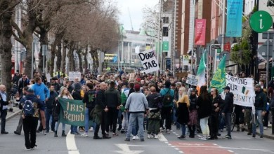 A number of those present carried anti-vaccine placards (Image: Rolling News)