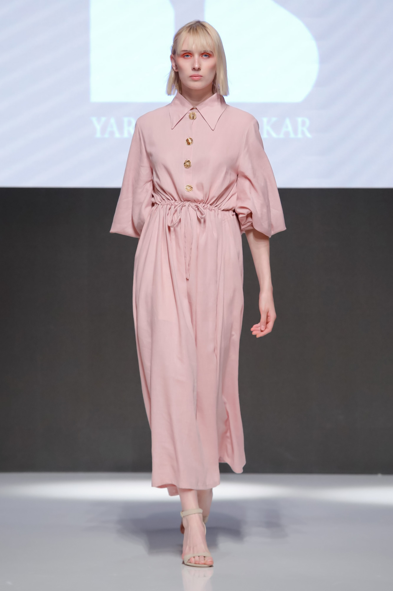 Yara Bin Shakar Resort 2020 Collection Arab Fashion Week in Dubai
