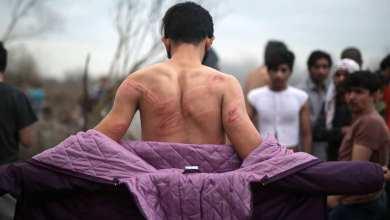 صورة شاهد بالصور : ضرب وسلب وتعرية للاجئين على الحدود