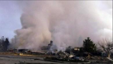صورة انفجار قوي ادى الى تدمير فندق في كاستوريا