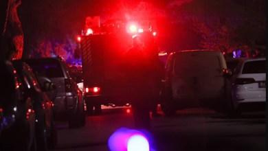 صورة هجوم حارق على سيارتين لعضو البرلمان كونستانتينوس بوجدانوس