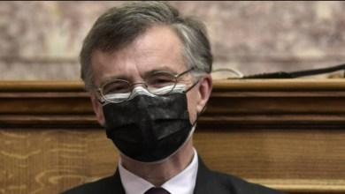 صورة تسيودراس في البرلمان بقناع مزدوج: سوف تسود الطفرات في كل مكان