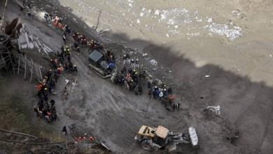 صورة قلق لعشرات المحاصرين في نفق والعديد من المفقودين في جبال الهيمالايا
