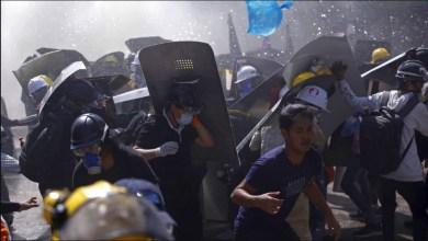 صورة ميانمار: مخاوف من اراقة الدماء ومئات المتظاهرين يحاصرهم المجلس العسكري