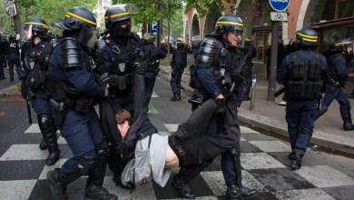 صورة العفو الدولية تحذر من تنامي عنف الشرطة الفرنسية ضد المتظاهرين