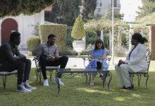 صورة الرئيسة اليونانية تلتقي مع عائلة Antetokounmpo بعد حصولهم على الجنسية