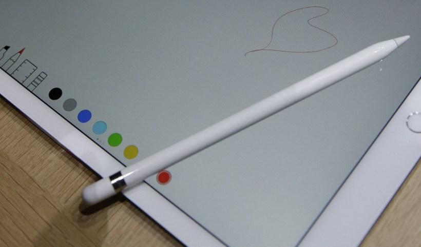 هاتف iPhone بقلم stylus