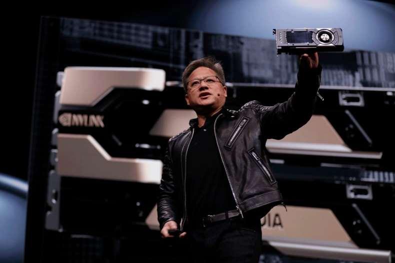 جن سن هوانج يحمل بطاقة NVIDIA Quadro GV100