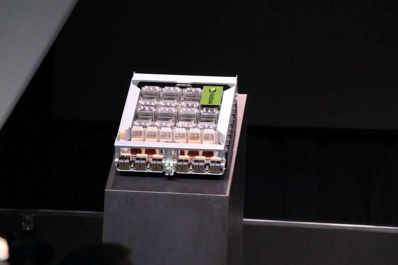 جهاز NVIDIA DGX-2 الخارق