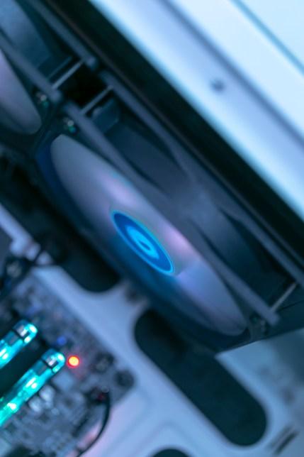 ID Cooling Auraflow X 240 & ID Cooling DF-12025-ARGB (3)