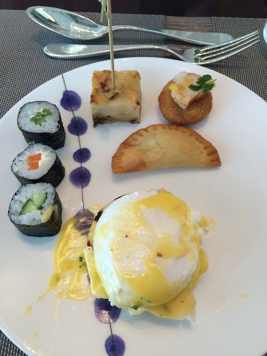 Aqua brunch - eggs benedict