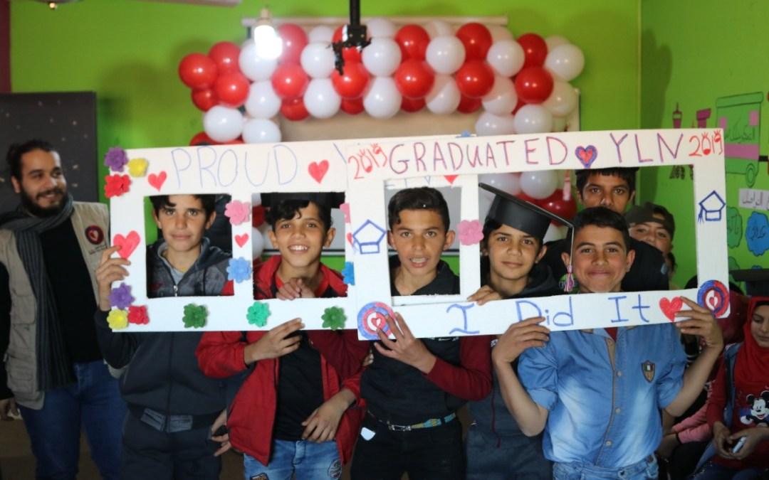 """عامل تختتم """"تمكين الشباب من خلال تنمية قدراتهم الكتابية والحسابية"""" مع 160 شاباً وشابة"""