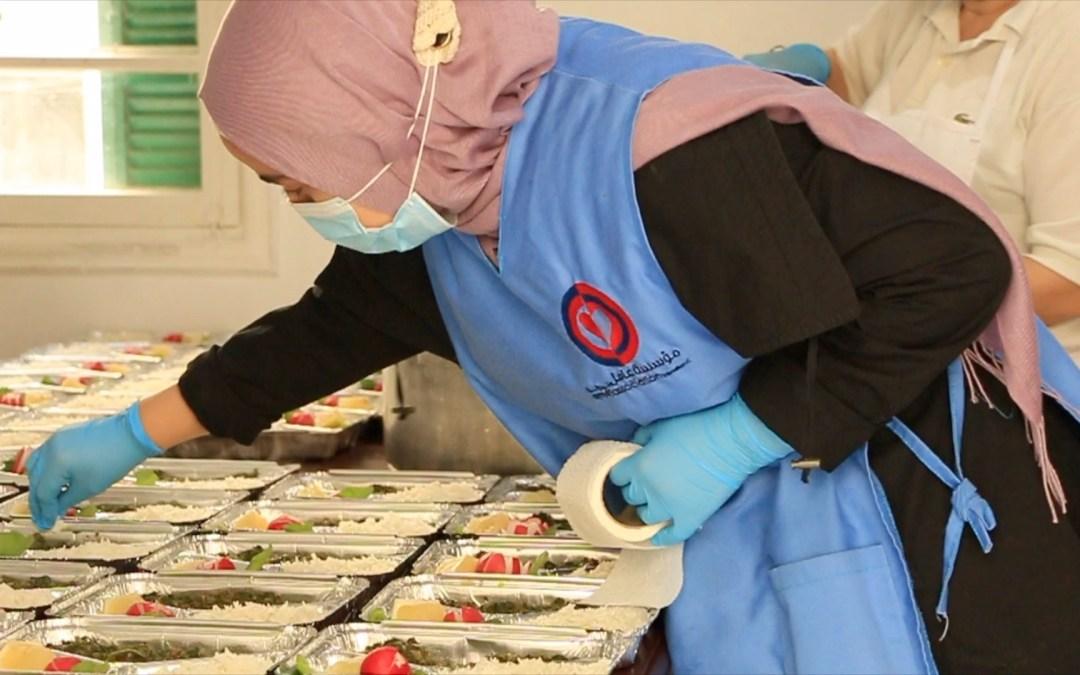 """170 وجبة تضامنية يومياً لكبار السن من مركز """"عامل"""" في عين الرمانة"""