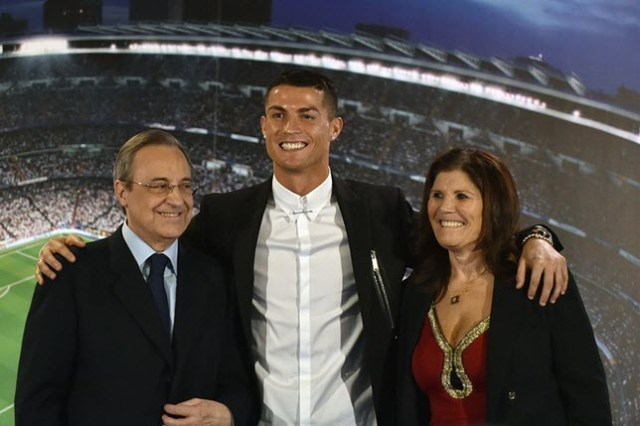 Cristiano Ronaldo next to his mother, Dolores Aveiro